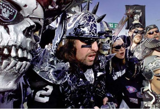 NFL Football Preview:  Oakland Raiders at Indianapolis Colts