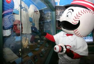 NL Baseball Preview:  Cincinnati Reds at Chicago Cubs