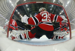 NHL Hockey Betting:  Arizona Coyotes at New Jersey Devils